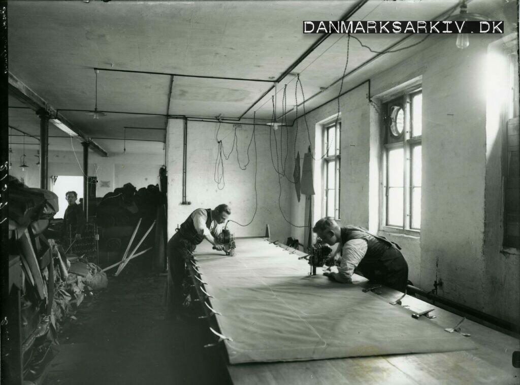 Fords betræksystue i samlefabrikken på Heimdalsvej - 1923