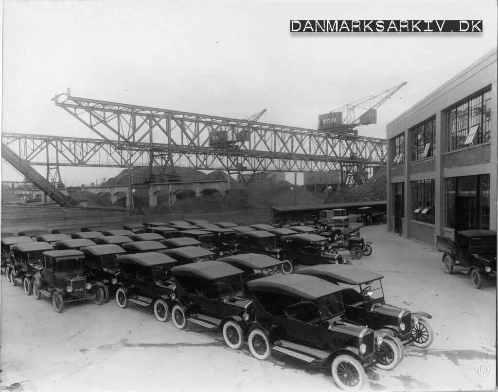Færdige Ford T foran Fords fabrik i Sydhavnen - 1925