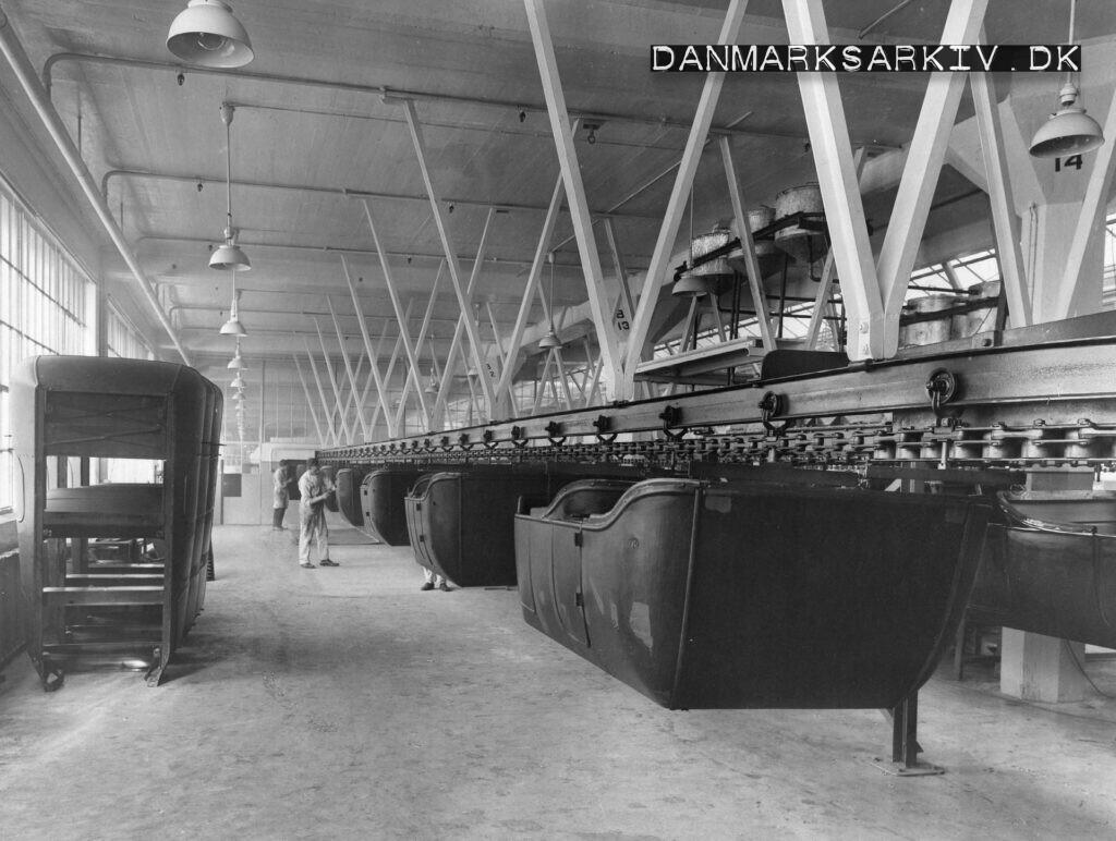Åbne Ford T gøres klar til maling på Fords fabrik i Sydhavnen - 1925