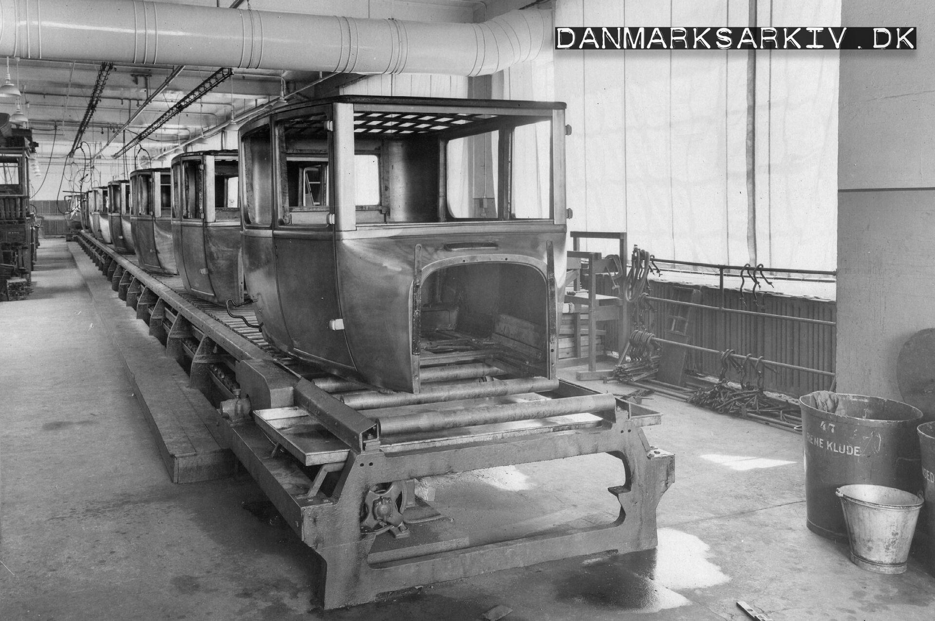Lukkede Ford T karosserier samles på Fords fabrik i Sydhavnen - 1925
