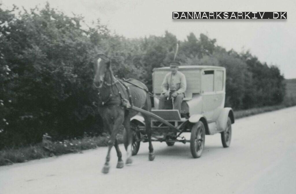 En hestetrukket Ford T løser problemet med benzinrationering under besættelsen - Lolland 1942