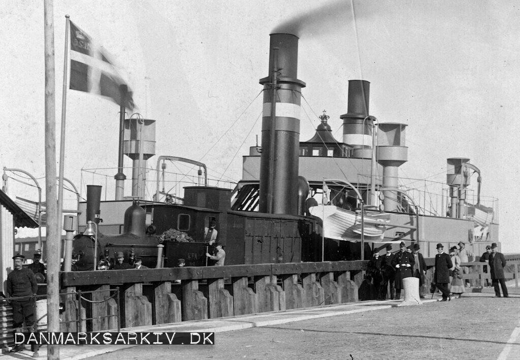 Lokomotivet KFA nr 2 ombord på DSB's dampdrevne Hjulfærge Kjøbenhavn