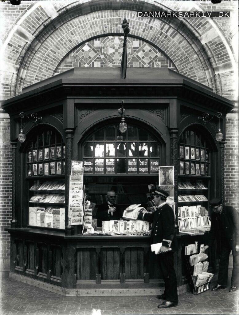 Avis kiosk på Københavns Hovedbanegaard - 1918