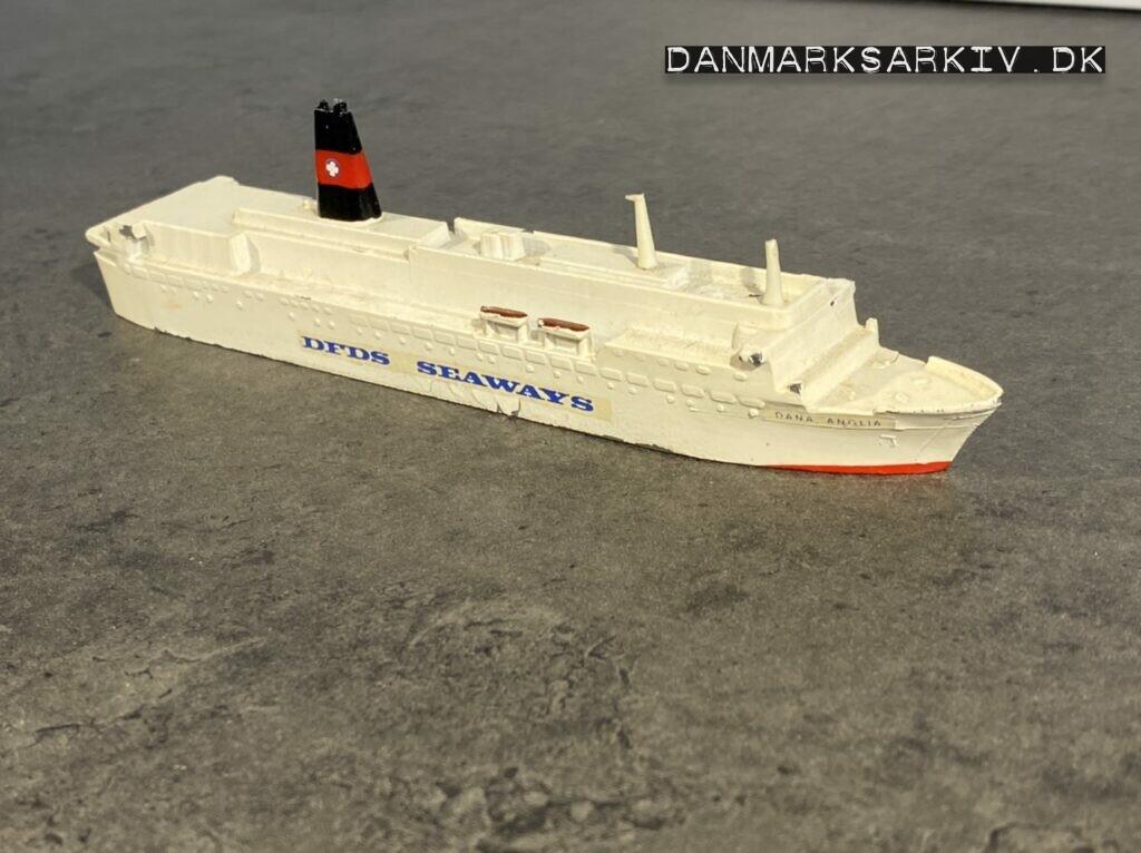 DFDS færgen Dana Anglia som model
