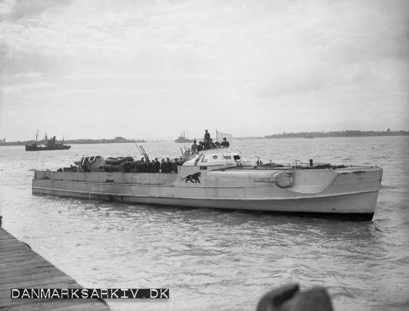 Tysk torpedobåd overgiver sig efter besættelsen - 1945