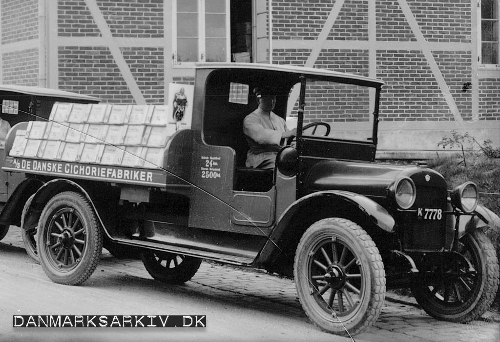 En af De Danske Cichoriefabrikkers mange lastbiler - 1923
